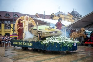 A Debreceni Virágkarnevál minden év augusztus 20-án nemzetközi hírű látványosság.