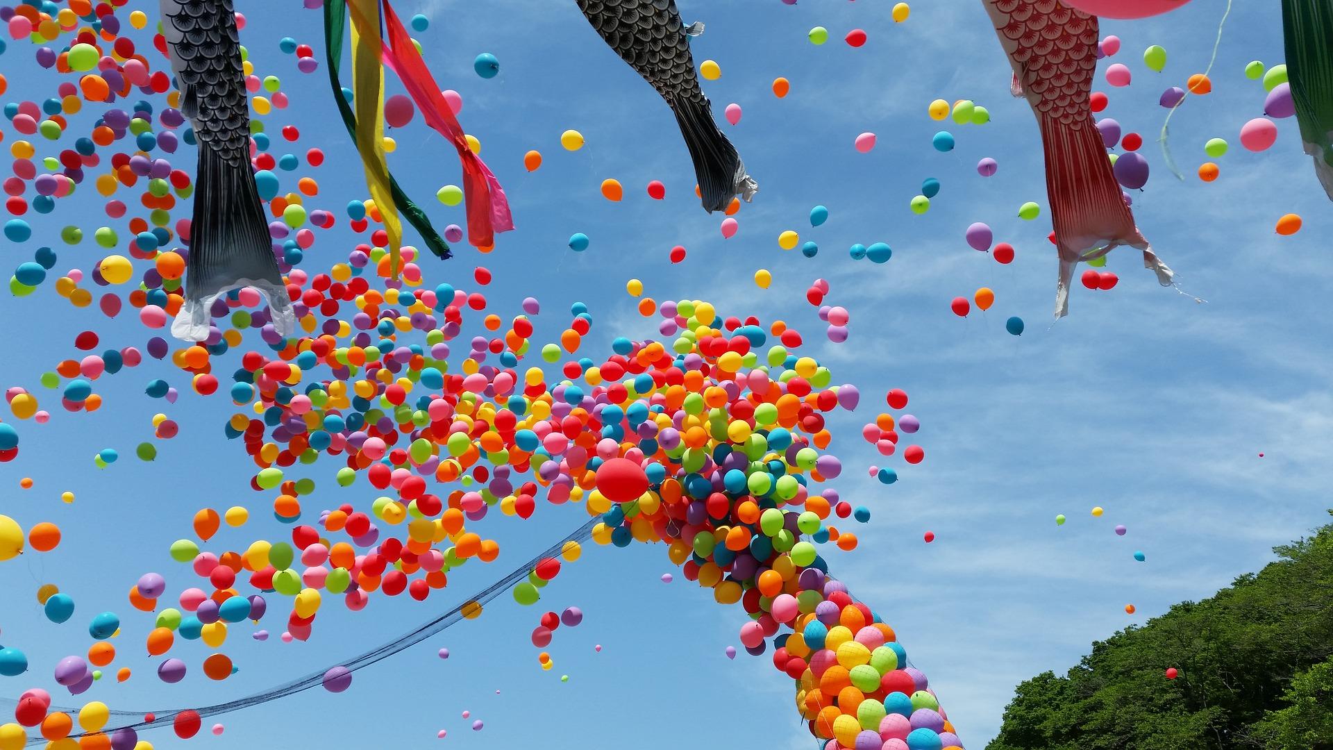 Gyereknap és repülőnap Hajdúszoboszlón ezzel a hangulattal, változatossággal és színességgel.