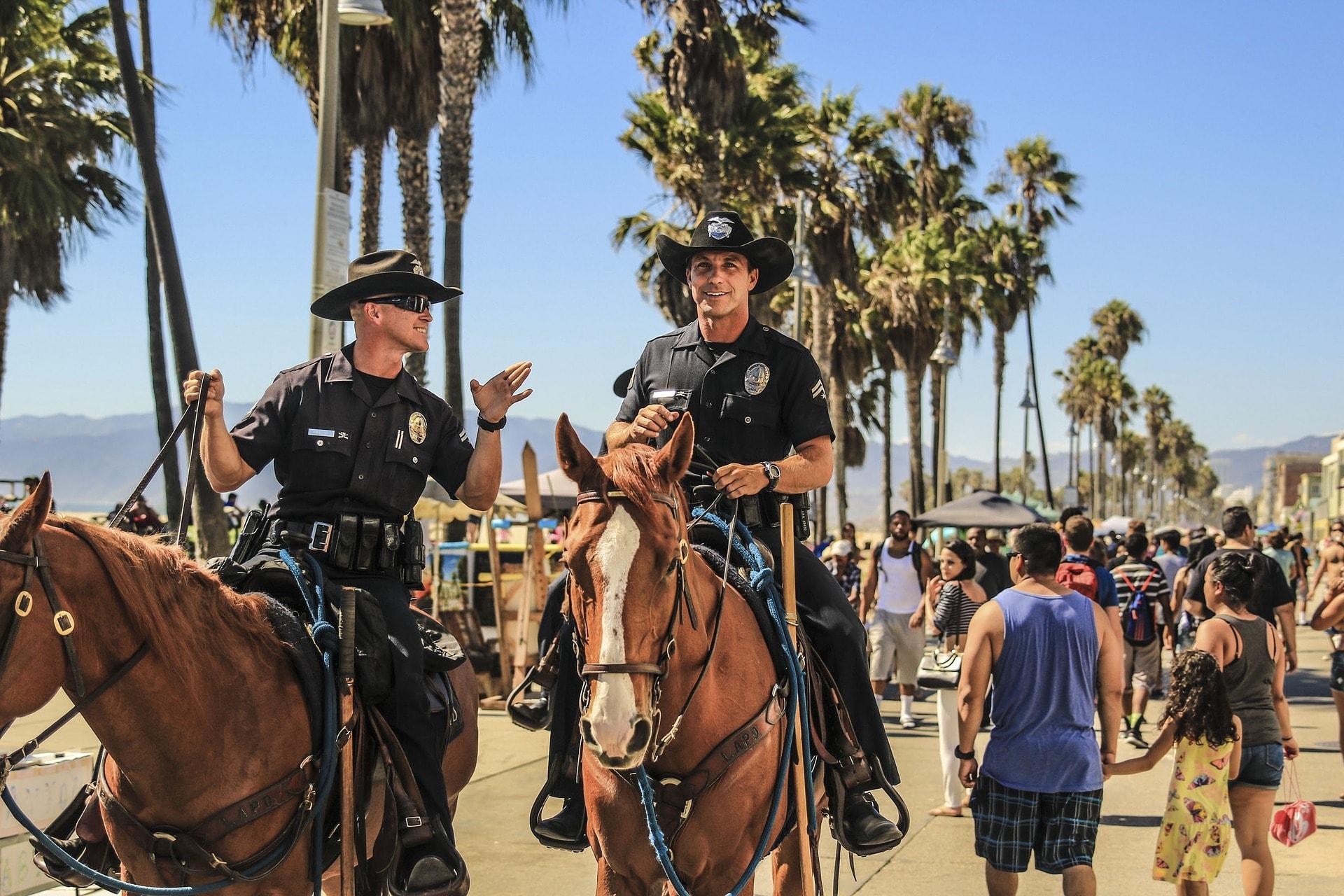 Biztonság a strandon - nem lehet csak a rendőrségre hagyatkozni!